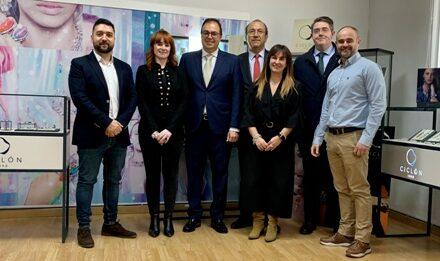 El Alcade de Leganés, Santiago llorente ha visitado los talleres de la Empresa Ciclón.